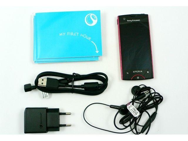 obsah balení Sony Ericsson Xperia ray - bílá