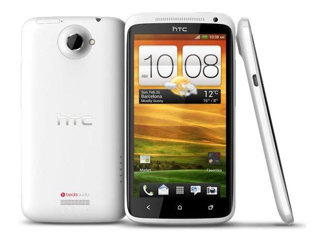 obsah balení HTC One X bílá s navigací Sygic + náhradní datový kabel