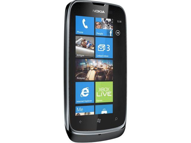 obsah balení Nokia Lumia 610 Black + záložní zdroj Nokia DC-16 ZDARMA